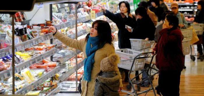 японка в супермаркете такая естественная